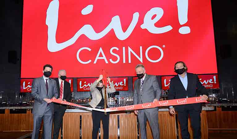 Live!-Casino-ribbon-cutting