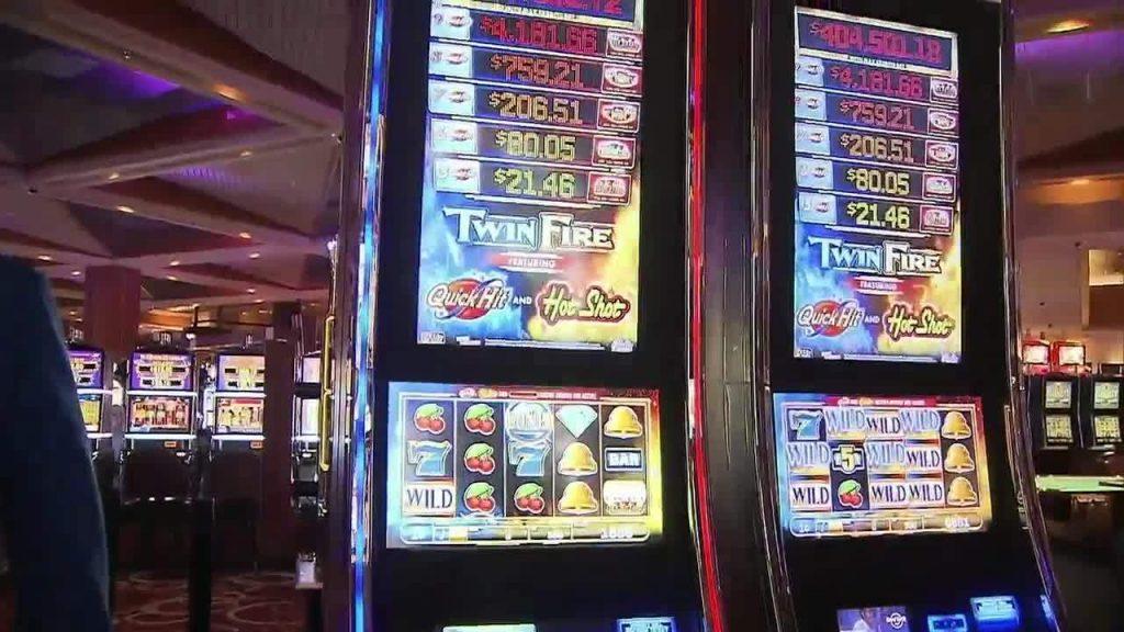women-hits-jackpot-slots-at-seminole-hard-rock-casino